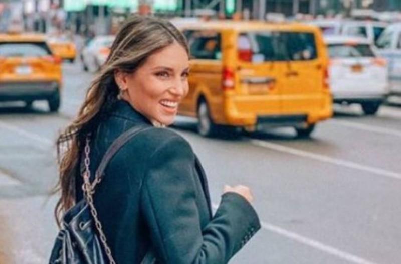 Προκάλεσε πανικό η Αθηνά Οικονομάκου: Το μωβ πουλόβερ της κοστίζει 110 ευρώ και έχει βγει... sold out!