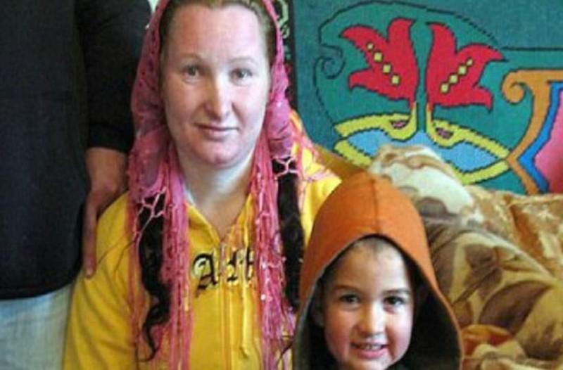 Αυτή η  23χρονη τσιγγάνα έγινε γιαγιά! Δείτε πόσο χρονών είναι η κόρη της και θα σοκαριστείτε!