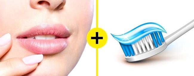 Απλώνει στα χείλη της οδοντόκρεμα και την αφήνει για 10 δευτερόλεπτα...Θα σας αλλάξει την ζωή!