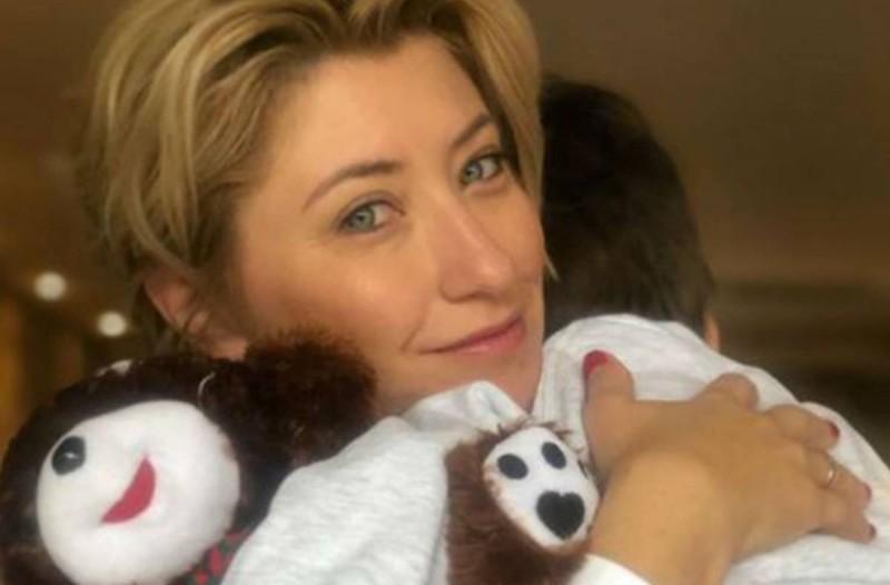Ράγισε καρδιές η Σία Κοσιώνη: Μόλις κοιτάξαμε τί φόρεσε στο προσωπάκι του γιου της... λυγίσαμε!