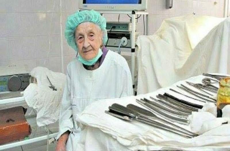 87χρονη γιαγιά ραγίζει καρδιές με αυτό που κάνει. Μόλις μάθετε θα σοκαριστείτε!