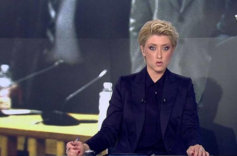 Υπέρλαμπρη η Σία Κοσιώνη: Πήγε σε γάμο και ξεχώρισε με αυτή την εμφάνιση!