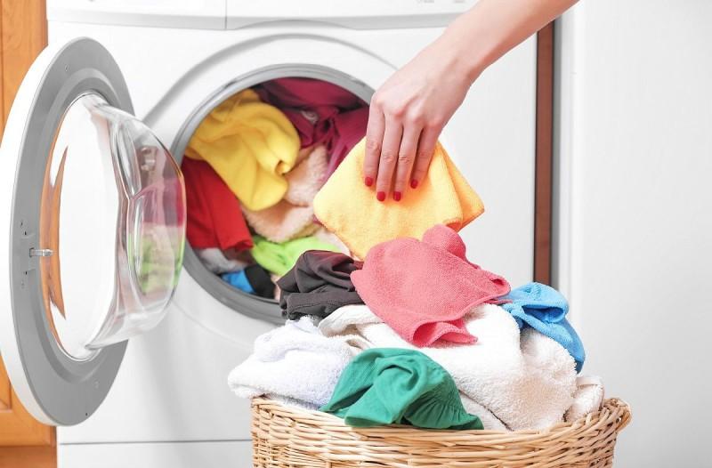 7+1 πράγματα που απαγορεύεται να βάλετε στο πλυντήριο των ρούχων!