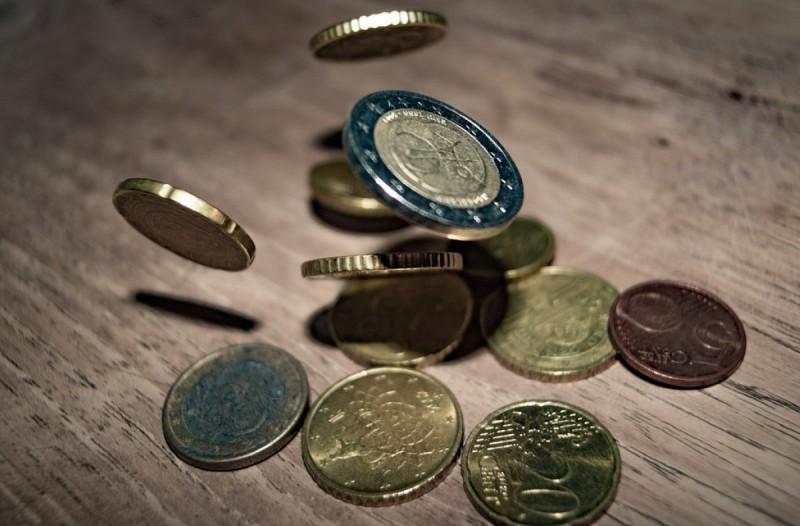 Κατώτατος μισθός: Κατά πόσο αυξάνεται και ποιοι οι δικαιούχοι;