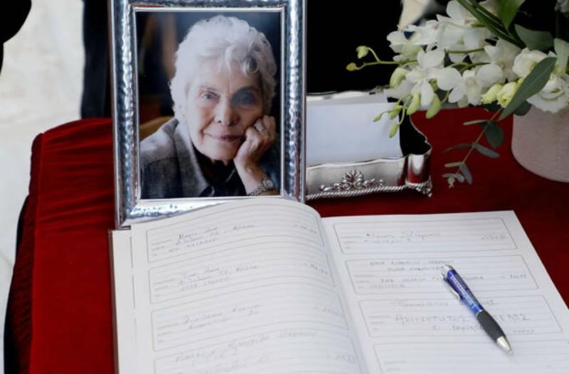 Συγκίνηση στο τελευταίο αντίο της σπουδαίας ποιήτριας, Κικής Δημουλά - Ποιοι έδωσαν το παρών; (photo-video)
