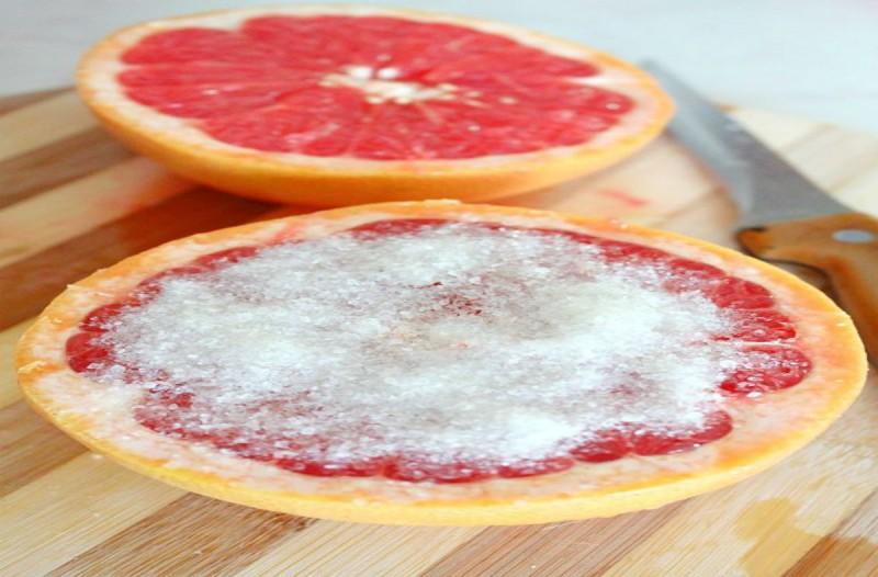 Έβαλε μαγειρική σόδα πάνω σε ένα πορτοκάλι και έτριψε την μπανιέρα! Το αποτέλεσμα θα σας αφήσει με το στόμα ανοιχτό!