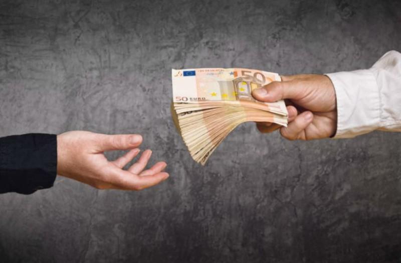 Αυξήσεις στον κατώτατο μισθό: Ποιοι θα δουν το ποσό στο λογαριασμό τους να ανεβαίνει κατακόρυφα;