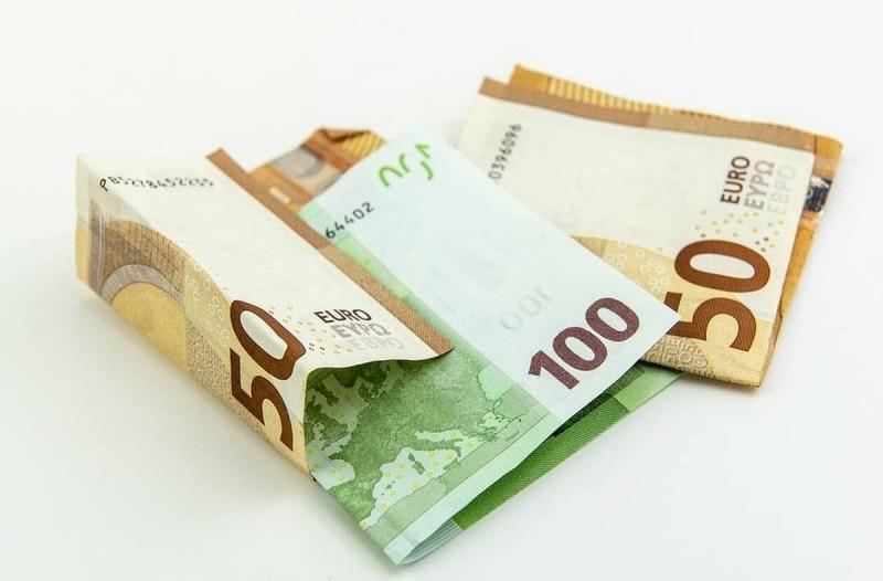 Επιδόματα ανάσα: Πάνω από 1.000 ευρώ στους λογαριασμούς σας σήμερα!