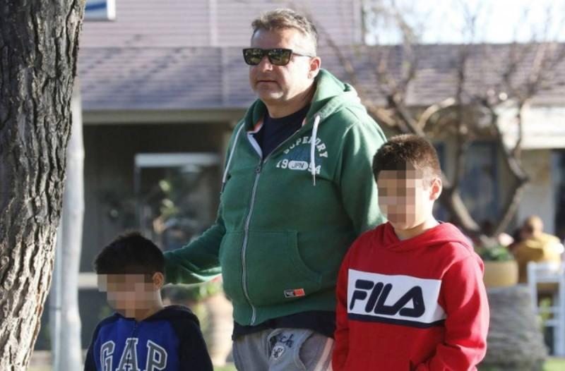 Γιώργος Λιάγκας: Με τους γιους του βόλτα χωρίς την Φαίη Σκορδά!