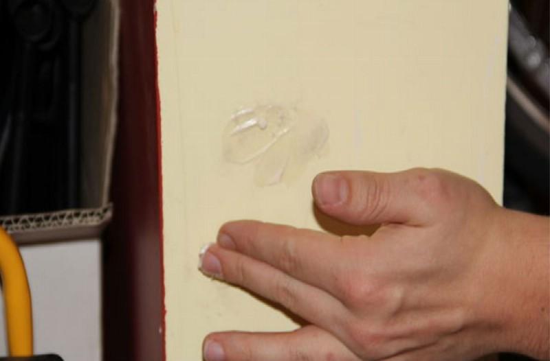 Απίστευτο: Έτριψε με μαγιονέζα τον τοίχο... Μόλις δείτε το αποτέλεσμα θα τρέξετε να το κάνετε!