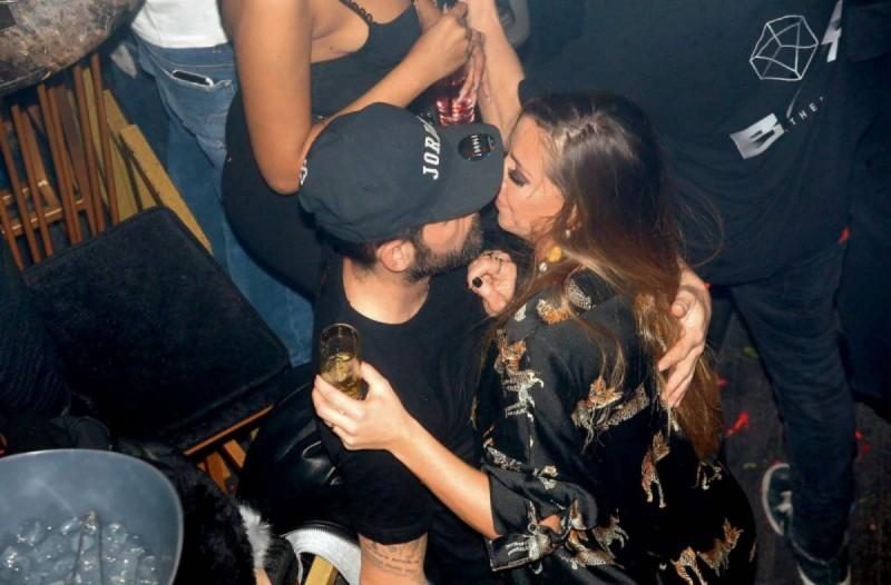 Μιχάλης Μουρούτσος: Αγκαλιά και φιλιά με τη νέα του σύντροφο μπροστά στη Λάουρα Νάργες!