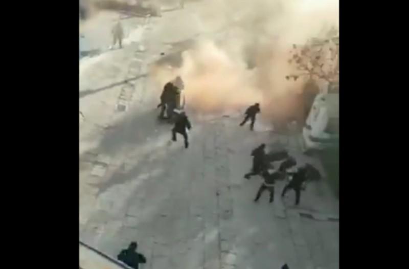 Εικόνες-ντροπή στην Καλλιθέα! Ξύλο και μάχες σώμα με σώμα ανάμεσα σε οπαδούς! (videos)