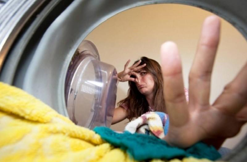 Ξέχασες τα ρούχα στο πλυντήριο; Δες τι να κάνεις για να διώξεις την άσχημη μυρωδιά!
