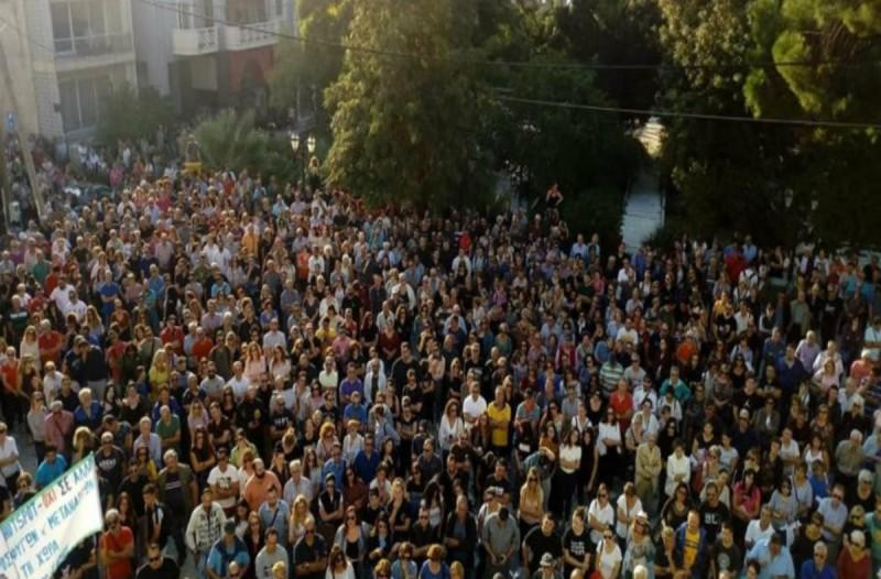 «Έξω οι φασίστες»! Έδιωξαν Ηλία Κασιδιάρη και Γιάννη Λαγό από τη συγκέντρωση για το μεταναστευτικό! (video)