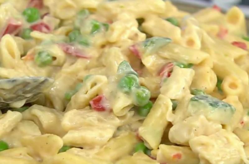 Πεντανόστιμες τυρένιες πένες με αρακά και κολοκυθάκι! (Video)