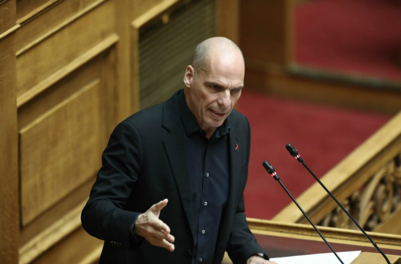 Χαμός στη Βουλή με τον Γιάνη Βαρουφάκη! Κατέθεσε στη Βουλή τις ηχογραφήσεις από τα Eurogroup και του τις έδωσαν πίσω! (video)