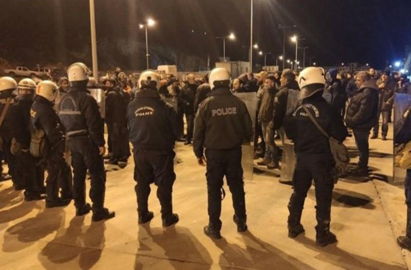 Χάος σε Χίο-Μυτιλήνη με επεισόδια Αστυνομίας-πολιτών! Λιπόθυμος στο νοσοκομείο ο Δήμαρχος Χίου! (video)