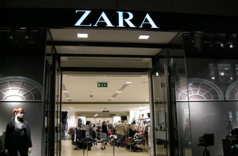 ZARA: Ανακαλύψαμε την πιο 70s εμπριμέ μπλούζα που έχουν λατρέψει όλες οι γυναίκες!