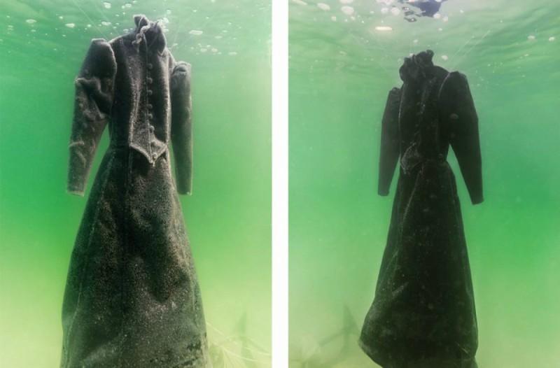 Απίστευτο: Βύθισε στη θάλασσα ένα φόρεμα για δυο χρόνια  - Το αποτέλεσμα είναι απλά μαγευτικό!
