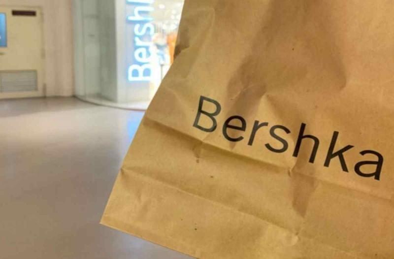 Bershka: Αγόρασε ηλεκτρονικά το απόλυτο τζιν που θα φοράς όλο τον χρόνο