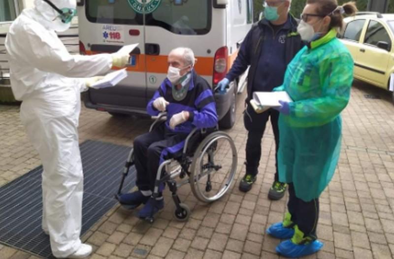 Υπάρχει ελπίδα στην Ιταλία: Αιωνόβιος με κορωνοϊό έγινε καλά και πήρε εξιτήριο