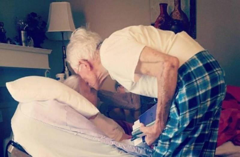 Λίγο πριν πεθάνει η 75χρονη γιαγιά, ο παππούς της ψιθύρισε κάτι στο αυτί - 1 χρόνο μετά συμβαίνει κάτι ανατριχιαστικό