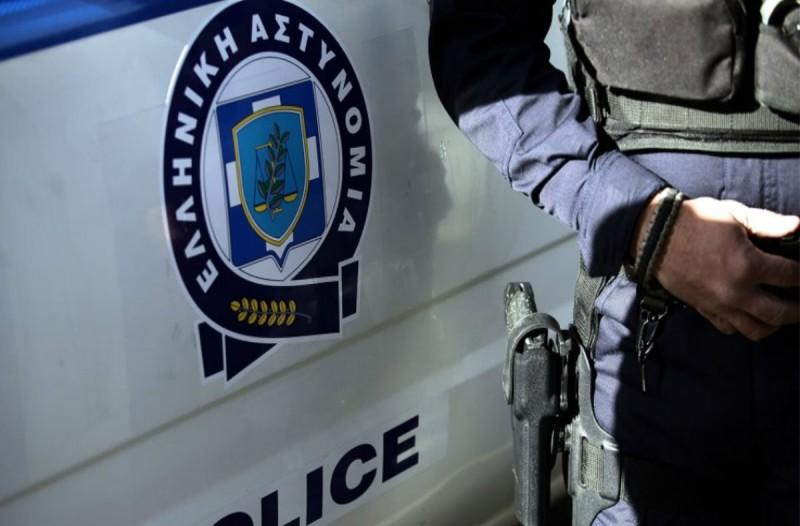 Αδιανόητο: 27χρονη έβγαλε τη μάσκα της και έβηξε στο πρόσωπο αστυνομικού!