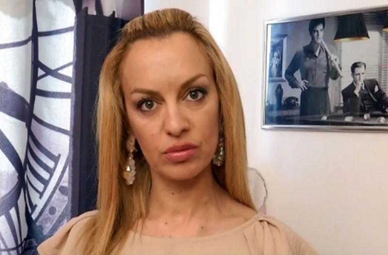 Διλήμματα: Η Σάντρα τα έχει με τον σύντροφο της κολλητής της, της οποίας η μητέρα την εκβιάζει να φύγει από το σπίτι για να μην το αποκαλύψει