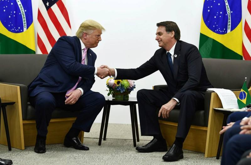 Προς καραντίνα λόγω κορωνοϊού ο Ντόναλντ Τραμπ - Θετικός ο πρόεδρος της Βραζιλίας! (video)