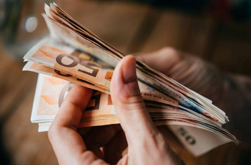 Επίδομα 800 ευρώ: Ανοίγει σήμερα η πλατφόρμα - Όλα τα βήματα που πρέπει να κάνετε για να τα πάρετε