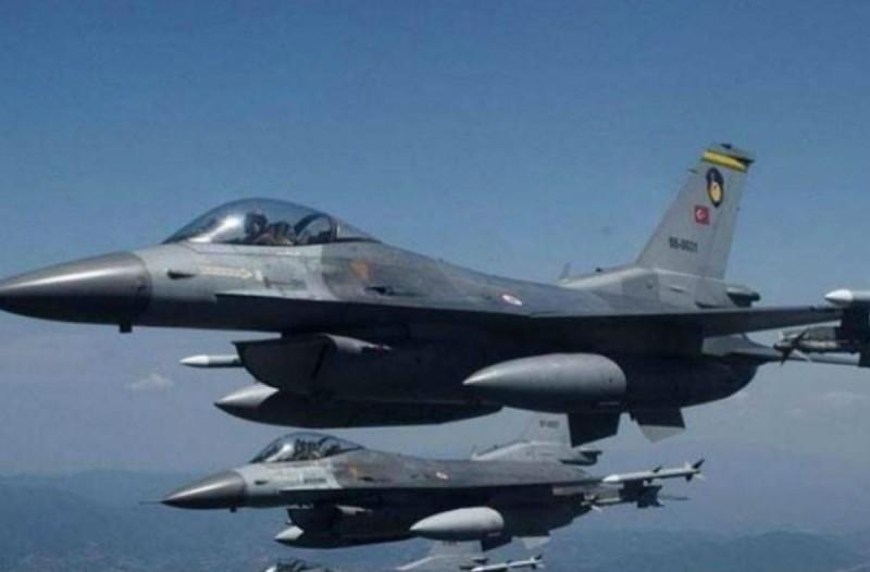 Συναγερμός στο Αιγαίο - Υπερπτήσεις τουρκικών μαχητικών πάνω από Οινούσσες, Μακρονήσι και Ανθρωποφάγους