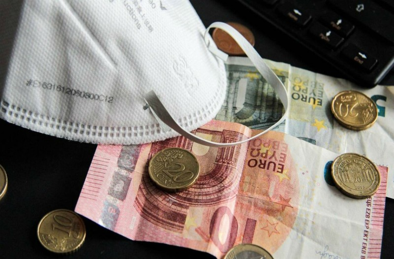 Επίδομα 800 ευρώ: Καρέ καρέ πως θα το πάρετε; Πότε πρέπει να κάνετε αίτηση;
