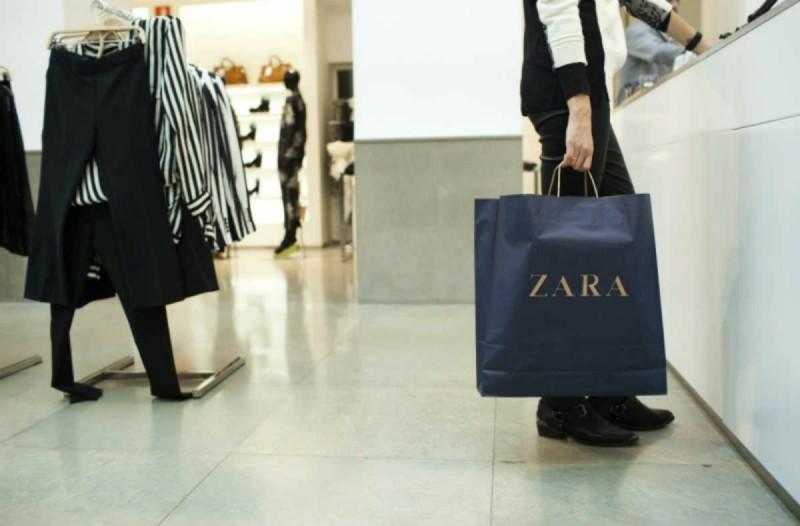 ZARA: Βρήκαμε την μπλούζα basic που θα φορέσεις το καλοκαίρι - Κοστίζει 5,95 €
