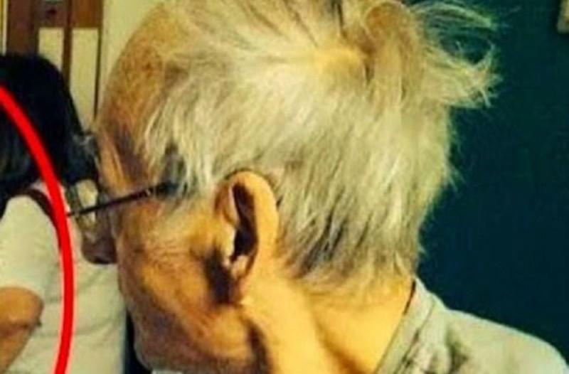 Λίγο πριν πεθάνει, τράβηξε μια φωτογραφία τον 76χρονο παππού του - Θα ανατριχιάσετε με αυτό που εμφανίστηκε από πίσω