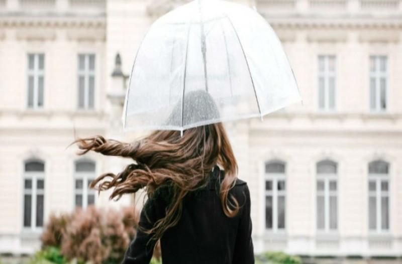 4+1 λύσεις για τα μαλλιά σου κατάλληλες για τις βροχερές μέρες!
