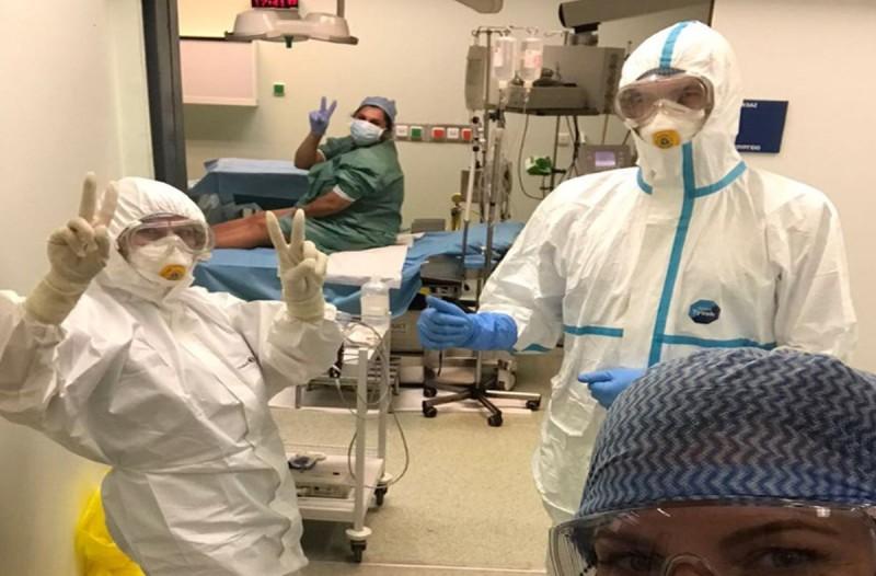 Αττικό Νοσοκομείο: Συγκλονιστικές φωτογραφίες από τον τοκετό της γυναίκας που είναι θετική σε κορωνοϊό!