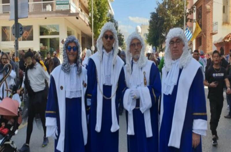 Καρναβάλι Πάτρας: 8.000 άτομα αγνόησαν την απαγόρευση για τον κορωναϊό και έκαναν παρέλαση! (photos)