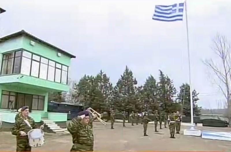 Ρίγη συγκίνησης στις Καστανιές Έβρου - Έπαρση σημαίας ενώ μαχητικά αεροσκάφη «σκίζουν» τον ουρανό τιμώντας την 25η Μαρτίου (Video)