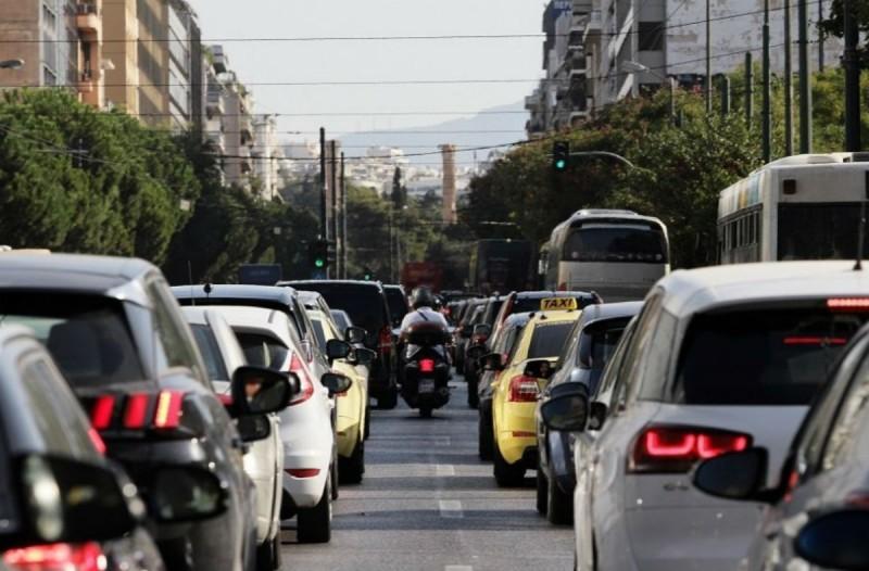 Αυξημένη κίνηση στους δρόμους: Που παρατηρείται μποτιλιάρισμα; (photo)
