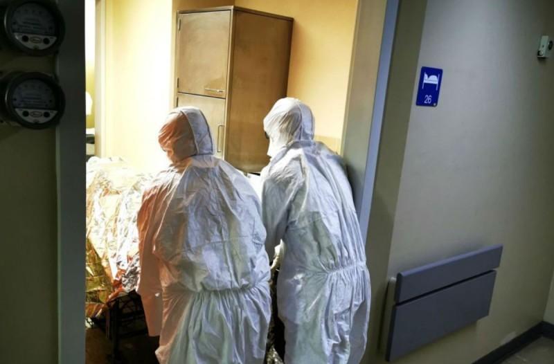 «Είναι σαν να παθαίνουν... Τρομακτικό...»: Συγκλονιστική περιγραφή νοσηλευτή στον «Ευαγγελισμό» για τον κορωνοϊό