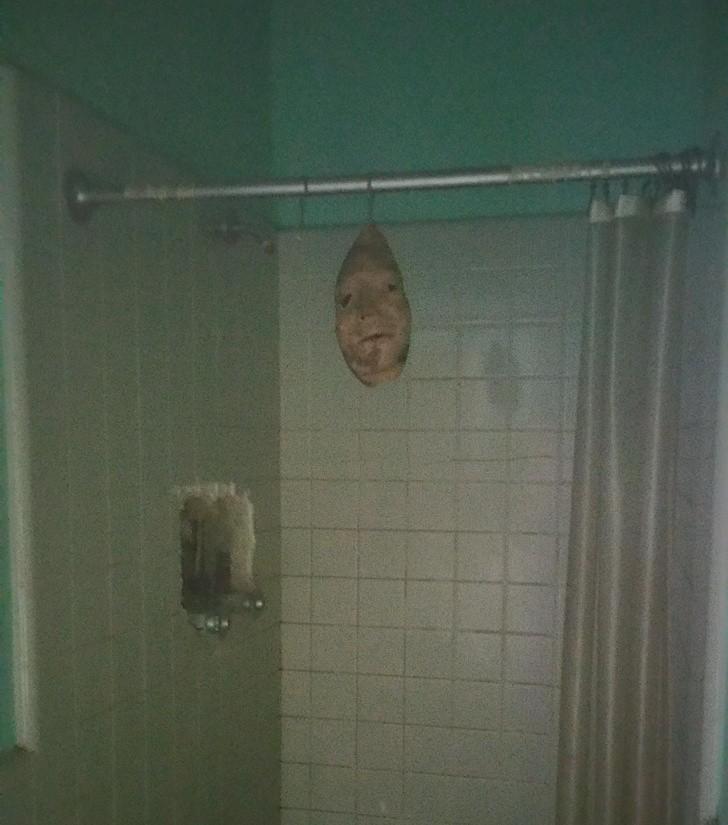ανατριχιαστικές φωτογραφίες με μάσκα
