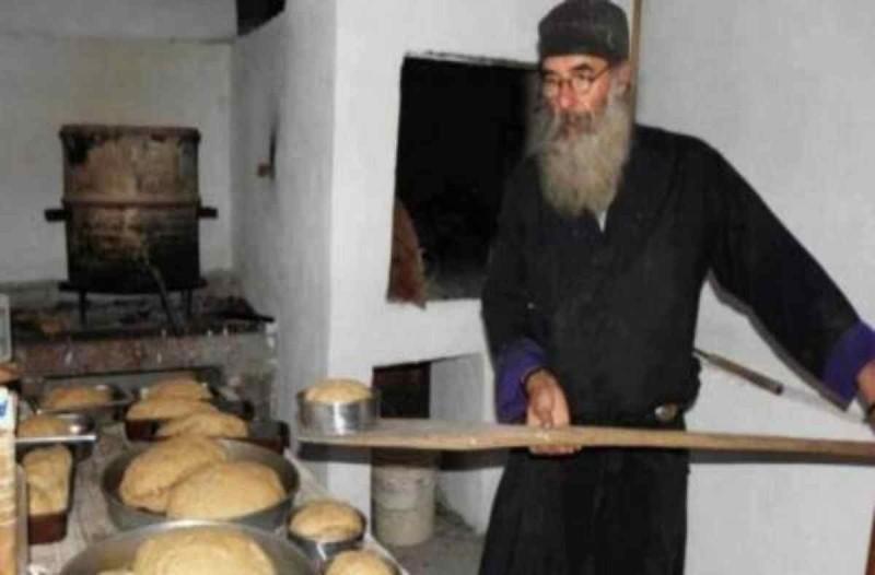 Αγιορείτικο τραγανό ψωμί - Η μυστική συνταγή των μοναχών με 3 υλικά