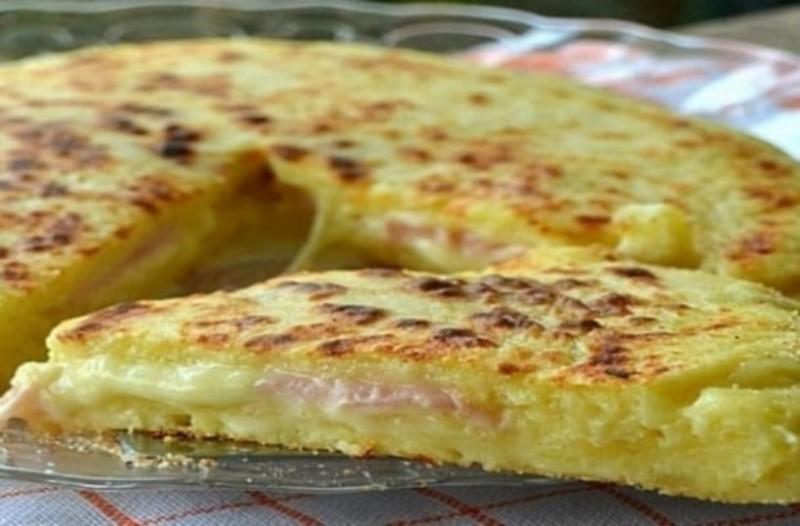 Πίτσα στο τηγάνι με ζύμη πατάτας