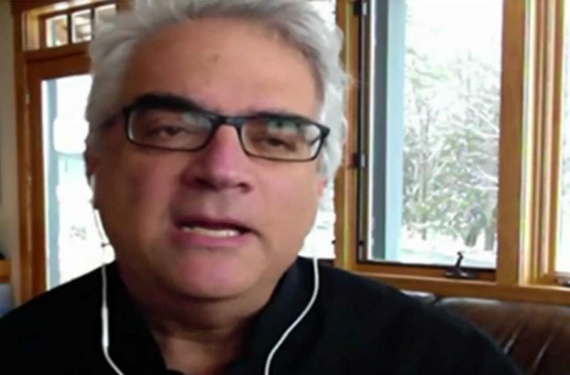 «Δεν θέλω να κλάψω τη Ρωμιοσύνη... Το μόνο όπλο που έχουμε είναι...» - Το συγκλονιστικό μήνυμα Έλληνα καθηγητή του Γέιλ (Video)