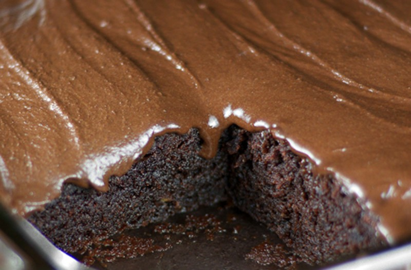 Ζουμερό κέικ σοκολάτας χωρίς αυγά και βούτυρο