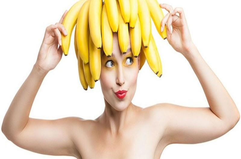 Ανακάτεψε μπανάνα με γάλα και απέκτησε τέλειες ανάλαφρες μπούκλες!