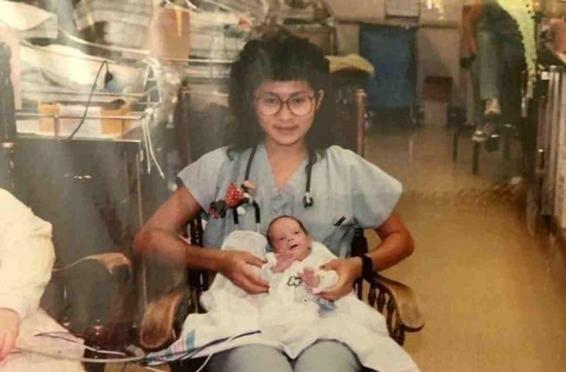 Ήταν η γυναίκα που τον βοήθησε να γεννηθεί - 30 χρόνια αργότερα που να φανταζόταν ότι θα ξαναείχε την πολύτιμη βοήθειά της