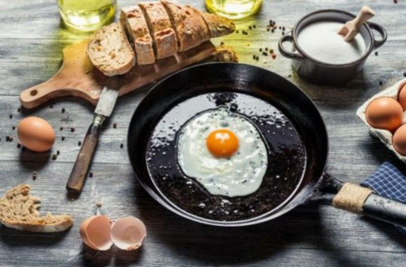 Φτιάξτε το τέλειο τηγανητό αυγό σε πέντε βήματα!