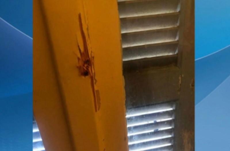 Συναγερμός στο κέντρο της Αθήνας: Πυροβόλησε από το μπαλκόνι και ταμπουρώθηκε στο σπίτι του (video)