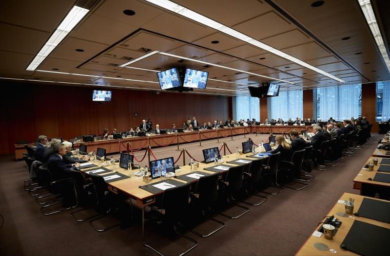 Οικονομική τραγωδία: Τρίζουν οι βάσεις της Ευρώπης μετά το ναυάγιο στο Eurogroup